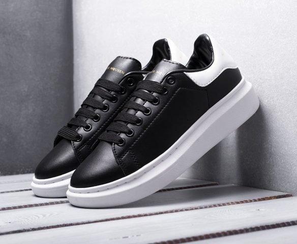 Alexander McQueen Lace-Up Sneaker black