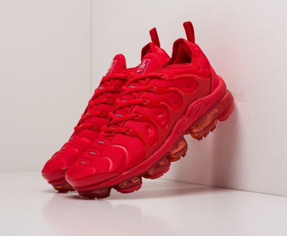 Nike Air VaporMax Plus красные. Вид 1