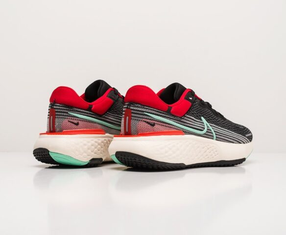 Nike ZoomX Invincible Run Flyknit. Вид 4
